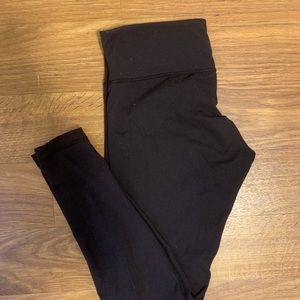 Black lulu lemon wunder unders (leggings)
